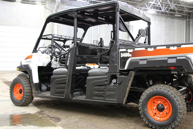 2016 Bobcat 3400XL rear view