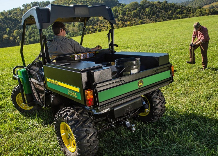 2016 John Deere Gator HPX rear view
