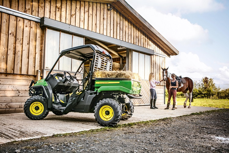 2016 John Deere Gator XUV560 rear view