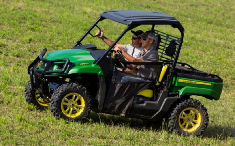 2016 John Deere Gator XUV560 side view